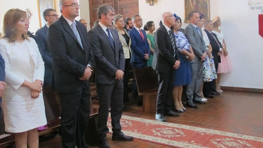 En la imagen, autoridades asistentes a la ceremonia religiosa.