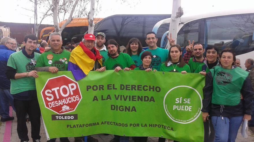 Miembros de la PAH de Toledo de camino a las Marchas de la Dignidad.