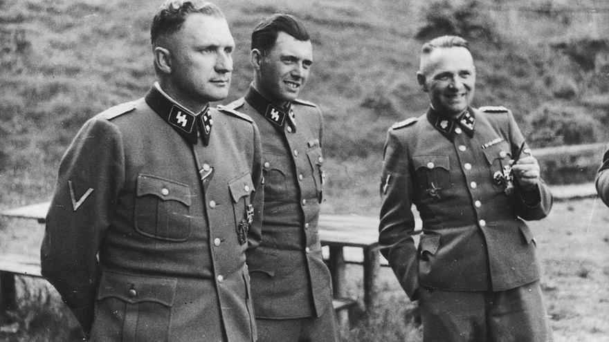 Richard Baer (comandante de Auschwitz), Josef Mengele y Rudolf Höß (anterior comandante de Auschwitz). En Auschwitz, 1944,