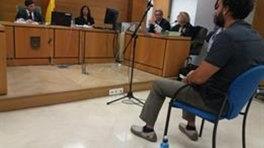 Condenan al doctor Candel a una multa y a indemnizar a Susana Díaz por injurias