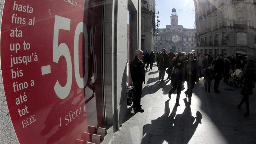 Los créditos al consumo elevan la deuda familiar por primera vez en 6 mesesdescuentos en una cé