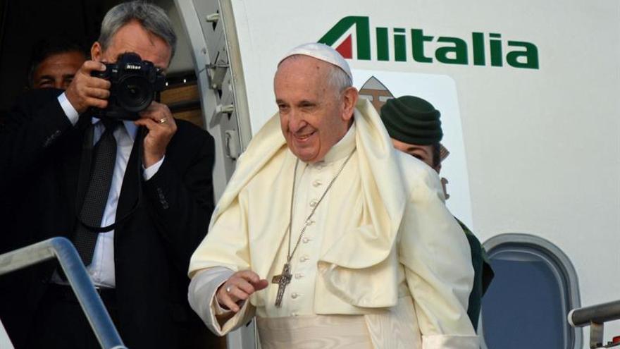 El papa llega a Irlanda y recuerda cuando estuvo para practicar inglés