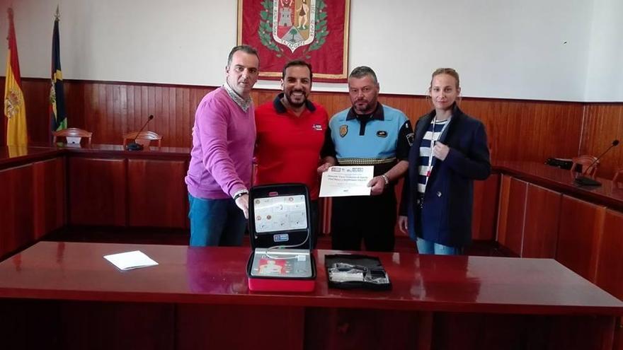 Acto de entrega del nuevo material destinado a mejorar la seguridad en el municipio de Tazacorte.