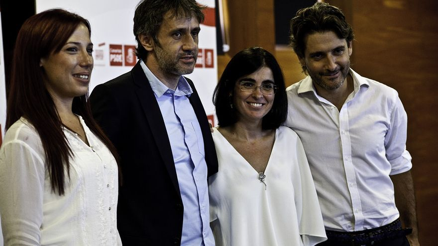 Patricia Hernández, Carolina Darias y Gustavo Matos junto al moderador del debate sobre las primarias del PSC, Samuel Toledano. | Maya Bencomo.