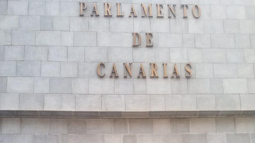 La portavoz de Podemos en el Parlamento de Canarias, Noemí Santana.