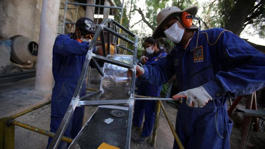 La escuela boliviana que restaura vidas juveniles y edificios patrimoniales