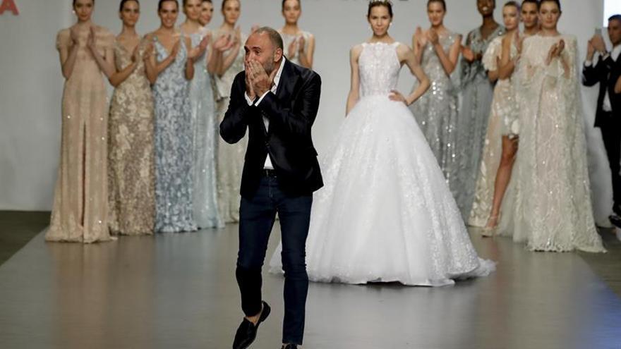 El argentino Gabriel Lage desfila por primera vez en España con moda nupcial