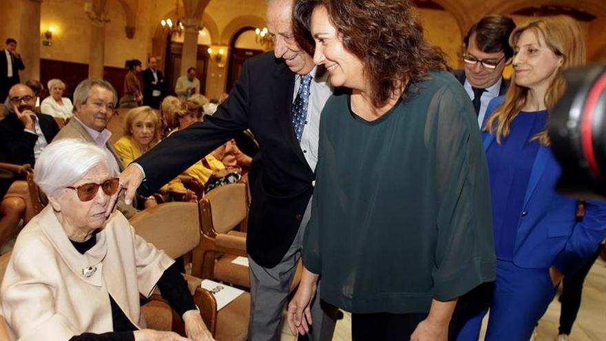 Salamanca y Carmen Martín Gaite se reencuentran con un archivo de referencia