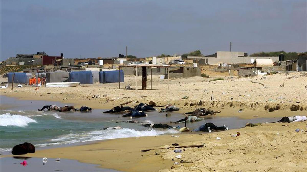 Imagen de archivo de cádaveres de migrantes en las costa tunecina