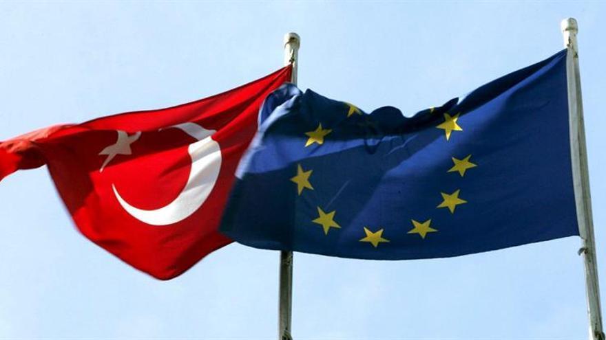 """La mayoría de los turcos cree """"imposible"""" el ingreso de su país en la UE"""
