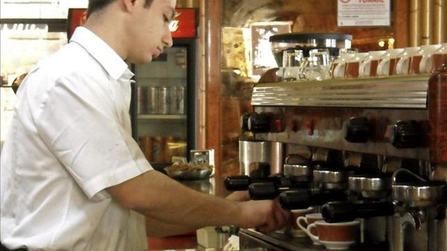 Trabajador de una cafetería, en una imagen de archivo