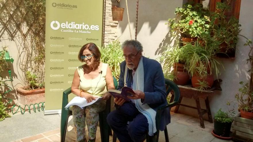Pedro Provencio recita 'Onda expansiva' junto con Aurora Herrero