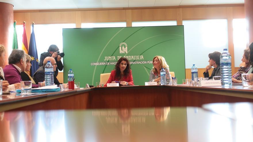 """La Junta acuerda con los sindicatos el decreto para cumplir las 37,5 horas, que será de aplicación """"inmediata"""""""