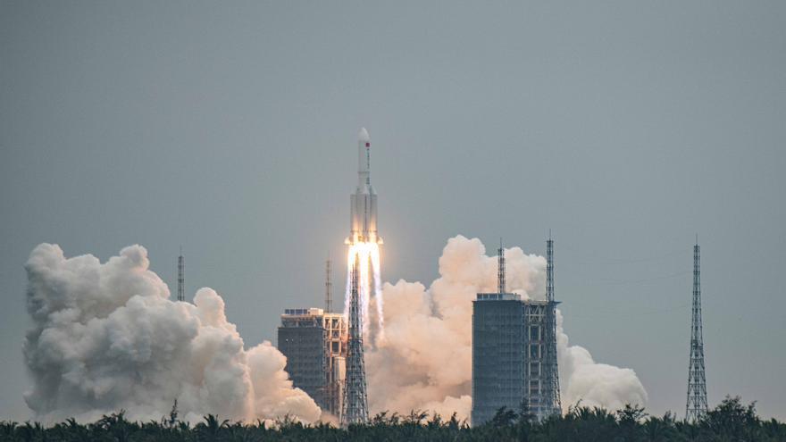 Los restos del cohete chino caen en el Índico sin causar daños