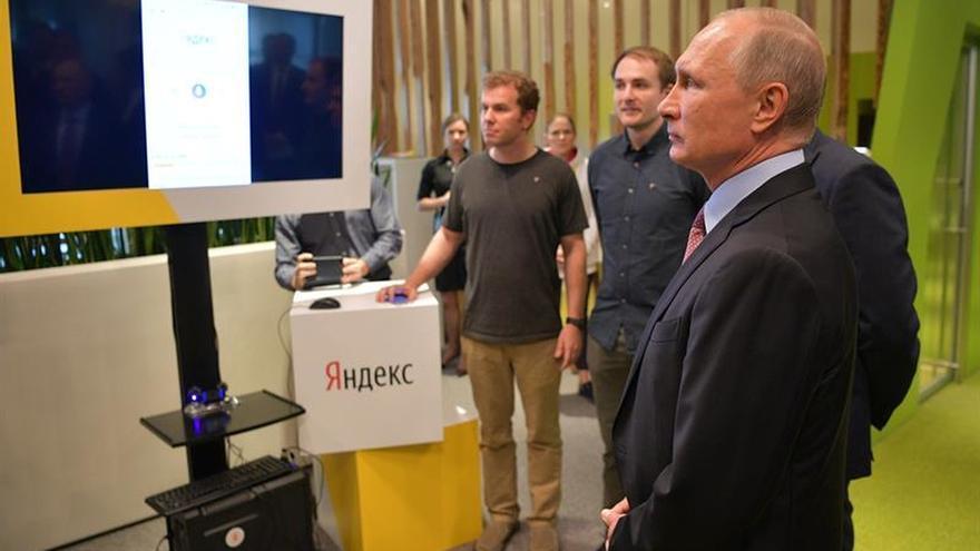 Evacúan por aviso de bomba la sede del mayor buscador de Rusia tras la visita de Putin