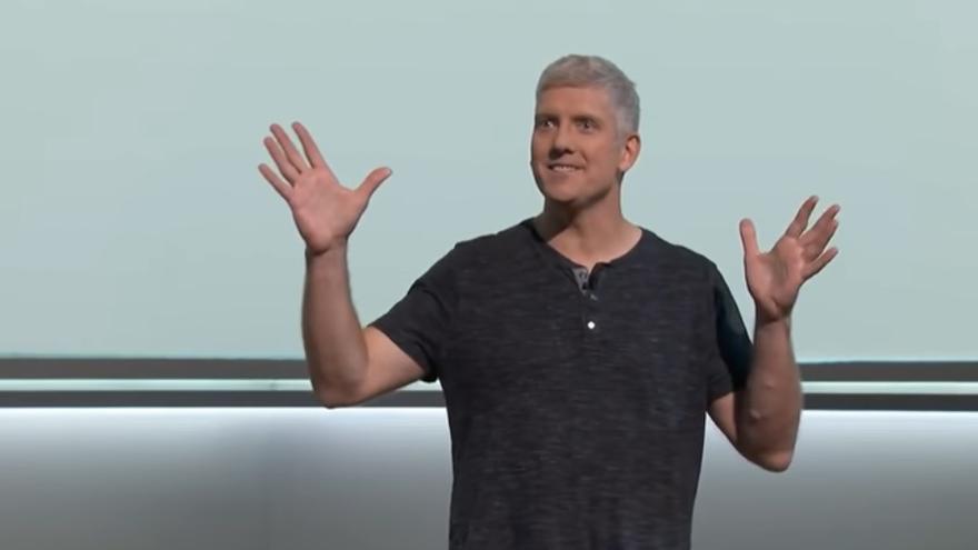 Rick Osterloh, durante una presentación de Google.
