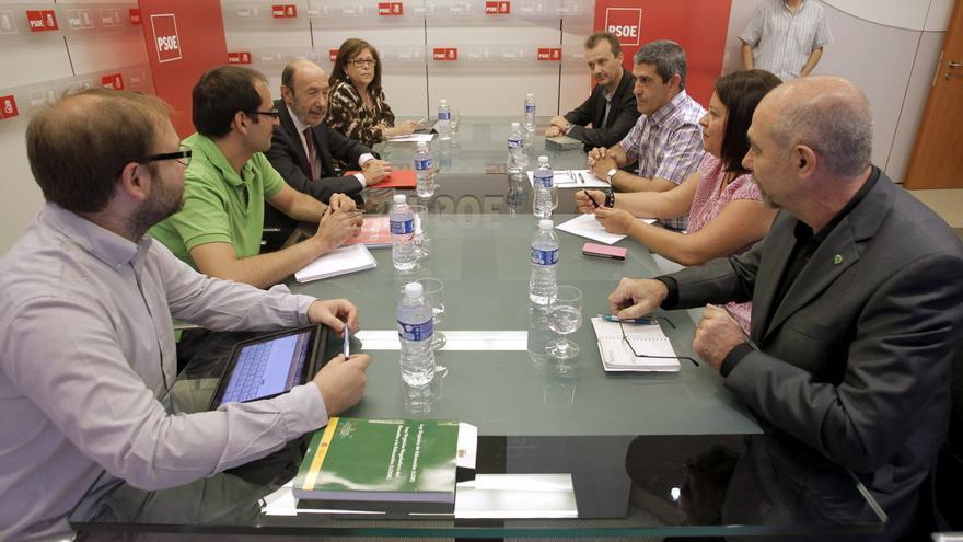 Rubalcaba abre la precampaña del PSOE gallego con un acto de apoyo a Vázquez