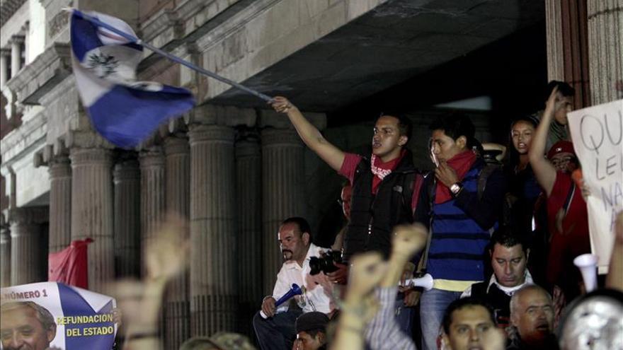 Los guatemaltecos celebran en la calle la renuncia de la vicepresidenta Baldetti