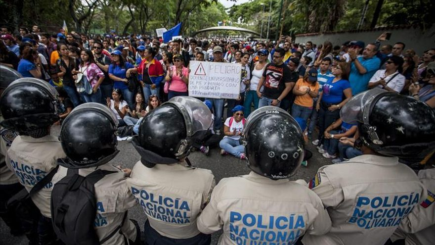 Universitarios venezolanos marchan por mejor presupuesto para instituciones