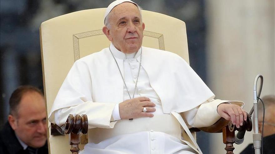 """El papa pide una Iglesia más cercana también con familias """"fuera del redil"""""""
