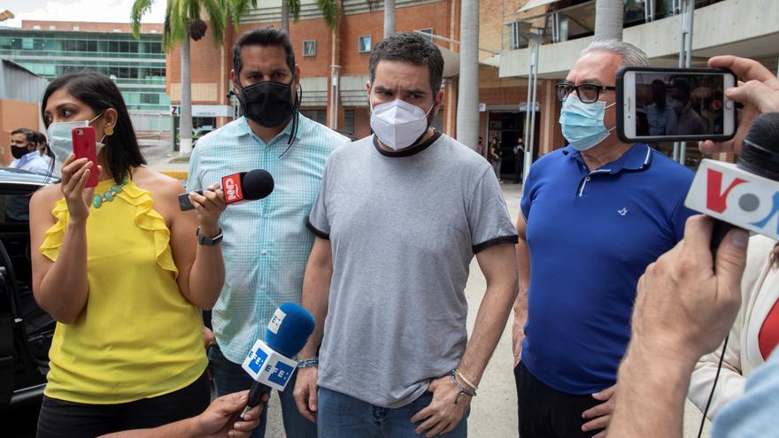 Liberan a un periodista venezolano y a un asesor de Guaidó tras ser indultados