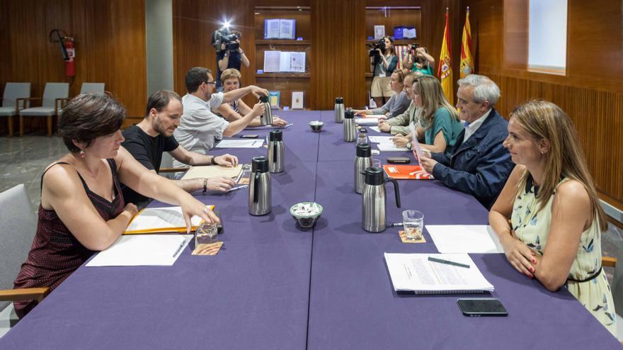 Primera reunión de los grupos de negociación para el acuerdo de investidura.