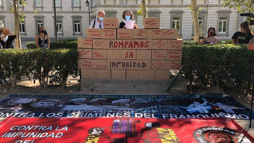 Concentraciones en varias ciudades piden el fin de la impunidad y un juicio a Martín Villa
