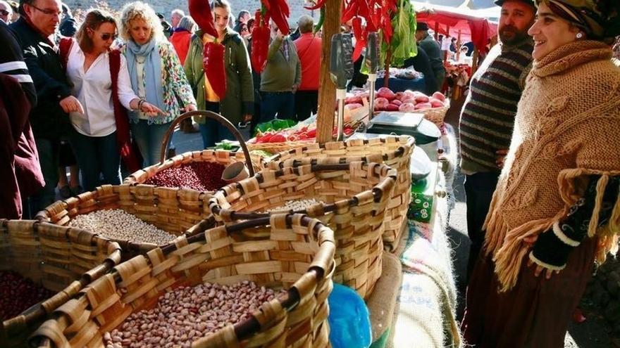 Revilla y Tezanos participan en la XIII Feria de la Alubia y de la Hortaliza de Casar de Periedo