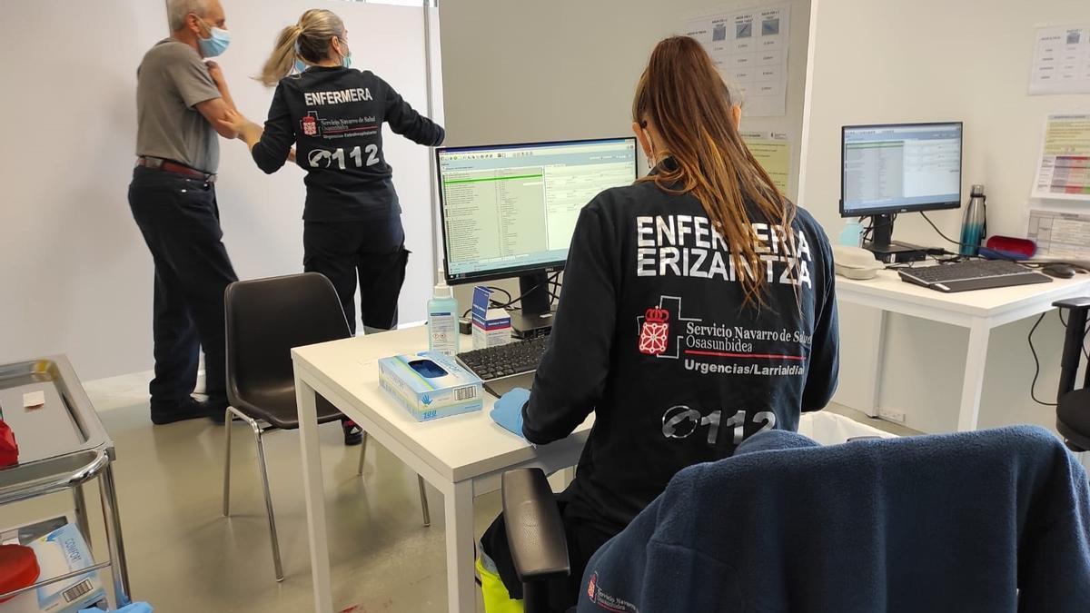 Personal sanitario en Forem, Navarra, donde se administra la vacuna contra la COVID-19