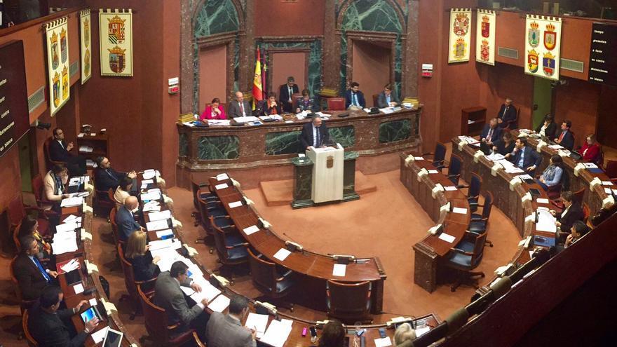 Domingo Segado (Partido Popular) interviniendo en la Asamblea durante el pleno