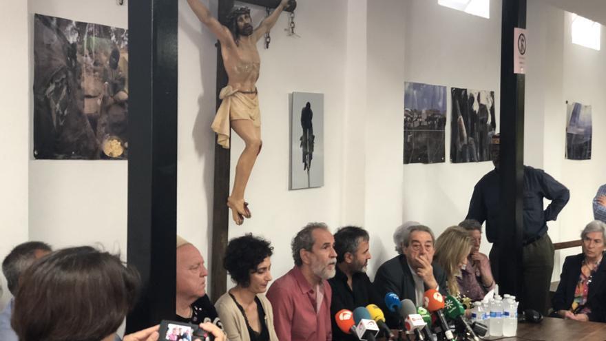 Rueda de prensa de Willy Toledo en la parroquia de San Carlos Borromeo de Madrid.