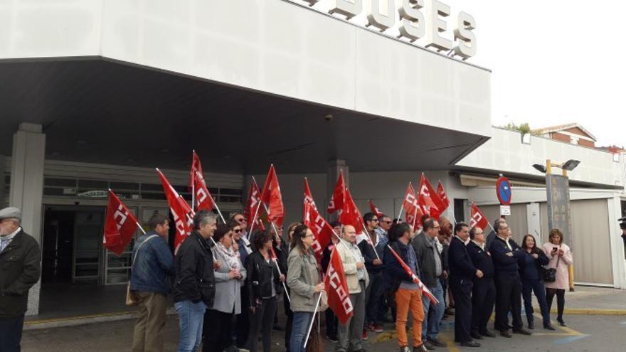 Concentración de trabajadores de Monbus, hoy, en Albacete