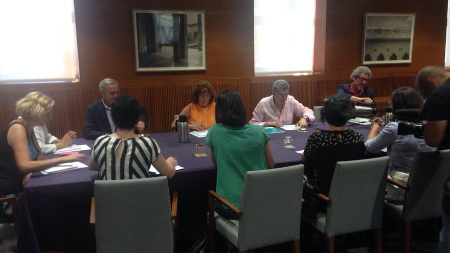 Reunión entre la consejera de Ciudadanía y el resto de grupos parlamentarios