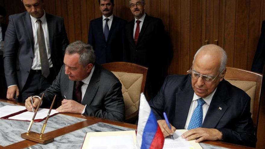 Cuba y Rusia firman acuerdos en áreas militar, transporte, salud y energía