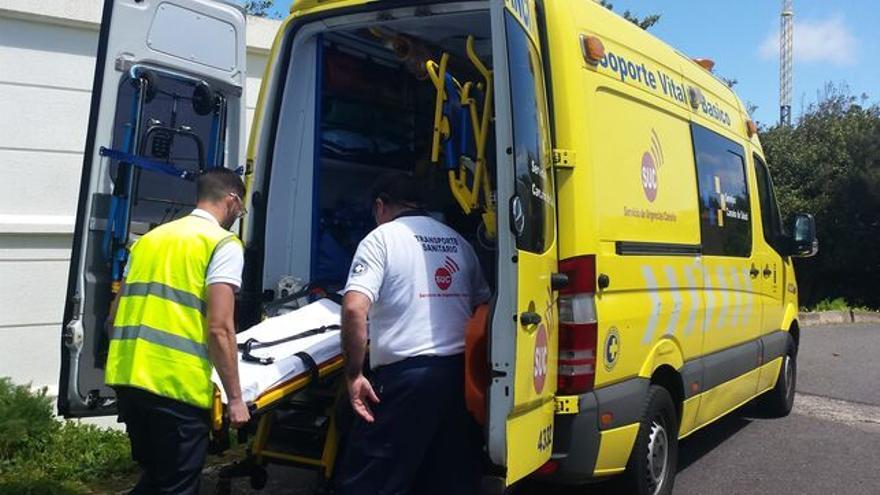 Una mujer de 45 años resulta herida al chocar contra un camión y volcar su coche en Fuerteventura
