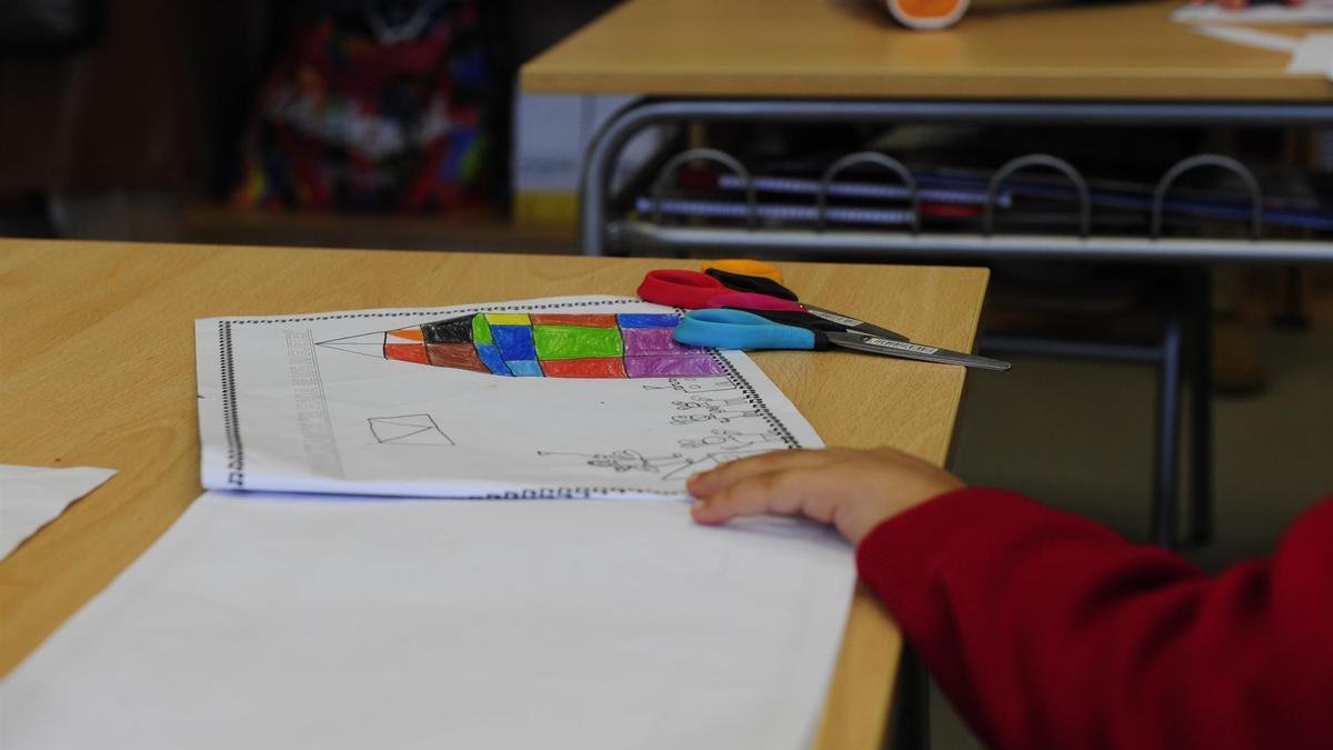 Aula, colegio, pupitre. GOBIERNO DE ARAGÓN. Archivo