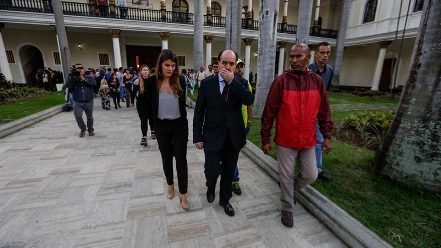 Exiliados venezolanos repudian el asalto al Parlamento y las agresiones
