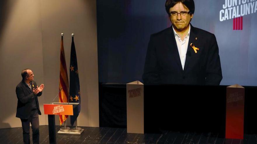 """Puigdemont dice que se aprovecha """"golpe de Estado"""" para """"expoliar a Cataluña"""""""