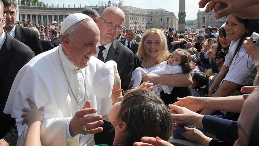 El papa asegura que los milagros existen, pero hay que pedirlos con corazón