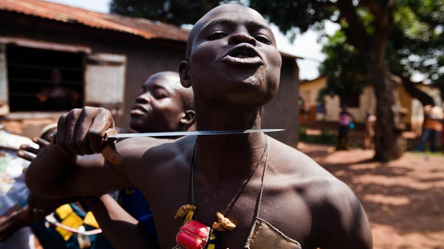 FEBRERO. Investigadores de Amnistía Internacional en la República Centroafricana encontraron indicios de limpieza étnica contra civiles musulmanes en la zona occidental del país. Miles de personas perdieron la vida en el conflicto de 2014. © Camille Lepage/REUTERS/Corbis