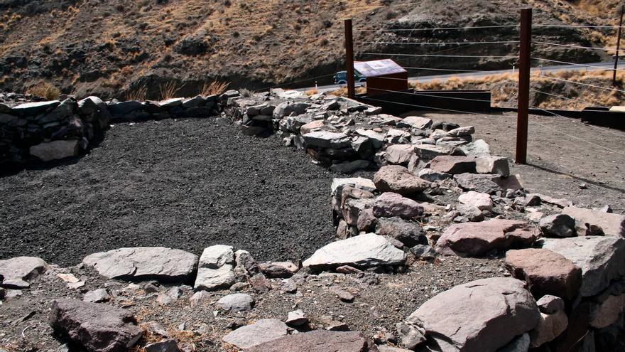 Casas prehispánicas canarias en el Roque de Guayedra. VA