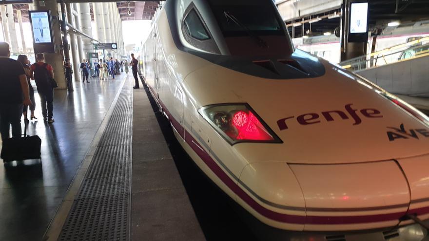 AVE a Granada en la estación de Atocha de Madrid