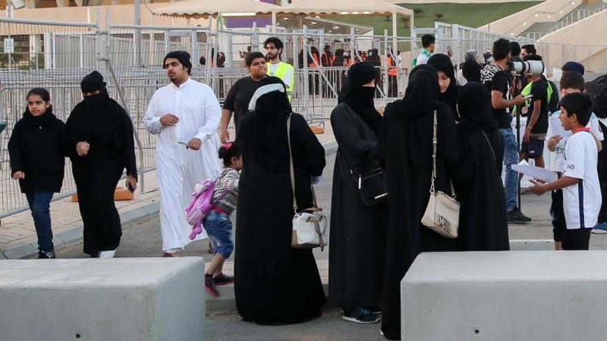 Arabia Saudí permite dar pasaporte a las mujeres sin consentimiento paterno
