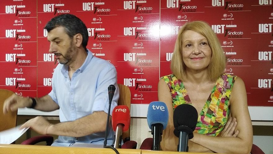 Óskar Martín y Carmen Barrera, durante la rueda de prensa en Sevilla