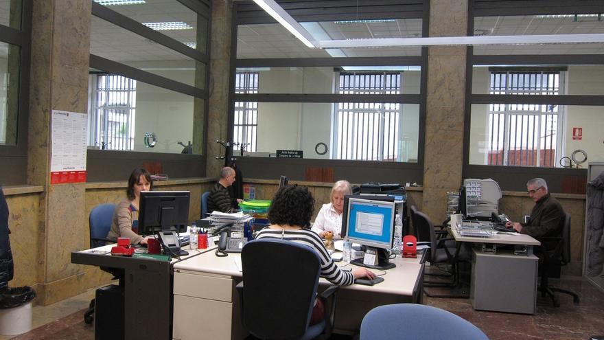 (Ampl.) Los funcionarios del Estado cobran hasta 21.600 euros menos que los de CCAA por el mismo puesto