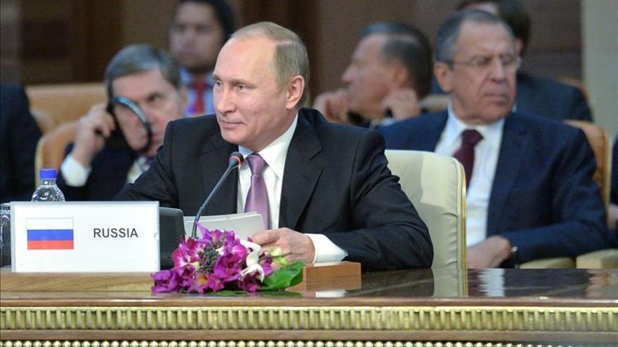 """Putin tacha de """"golpe a traición"""" de Turquía el derribo de un bombardero ruso"""