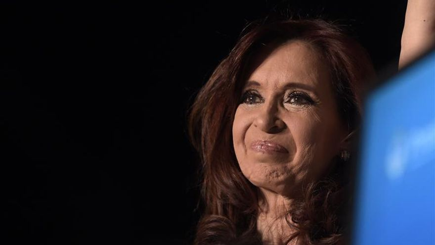 El presidente provisional de Argentina lamenta la ausencia kirchnerista a la jura de Macri