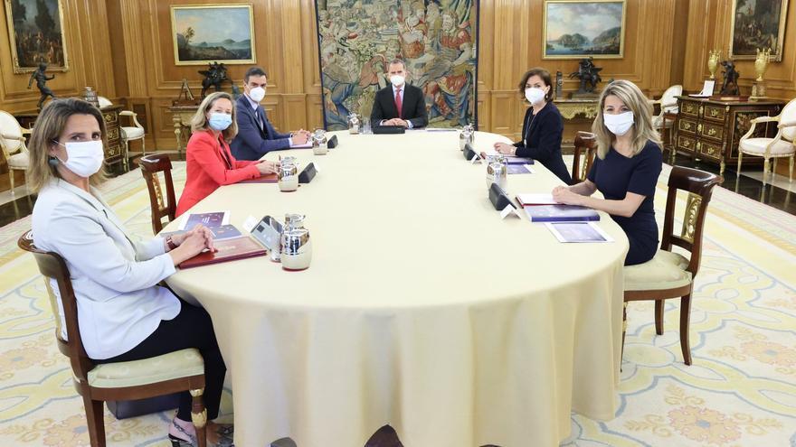 Sánchez presenta a Felipe VI el Plan de Recuperación acompañado por las cuatro vicepresidentas del Gobierno - CASA DE S.M. EL REY