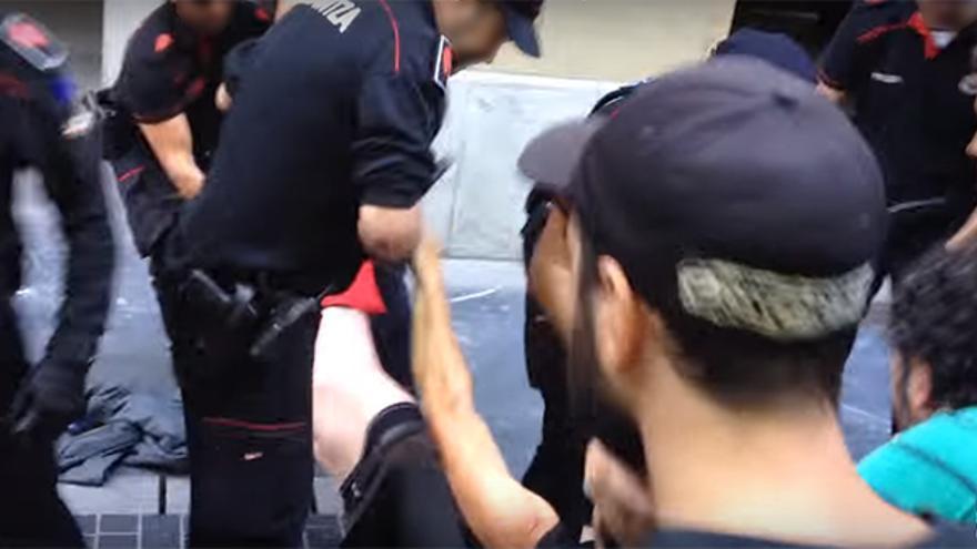 Captura del vídeo ofrecido por Argia y grabado por el redactor presuntamente agredido.