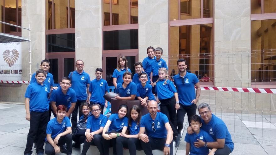 Alumnos y docentes de la Academia de Instrumentos Musicales de CajaCanarias.